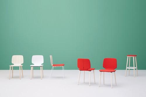 Babila 2750 - kunststof stoel met houten poten. FSC 100% gecertificeerd-9