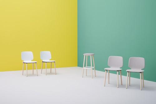 Babila 2750 - kunststof stoel met houten poten. FSC 100% gecertificeerd-10