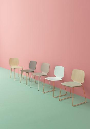 Babila 2750 - kunststof stoel met houten poten. FSC 100% gecertificeerd-8