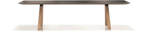 Arki Tafel Wood - design / vergadertafel met een dun volkern blad en schuine houten poten