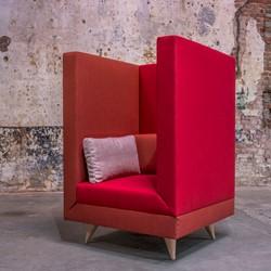LL 4910 Fauteuil Hoog - Kees Marcelis fauteuil met hoge zijwangen, volledig gestoffeerde wacht-overlegfauteuil
