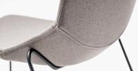 Formula slim 660 - gestoffeerde kruk op sledeframe, zithoogte 73 cm