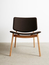 Freya Lounge - Magnus Olesen houten loungestoel, frame eiken of beuken, zitting en rug eiken of beuken fineer of gestoffeerd