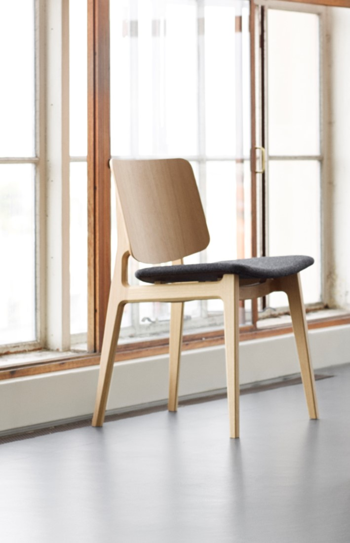 Style Of Freya Wood Seat UPH MO4711 Wooden chair with upholstered seat Magnus Olesen Minimalist - Review wooden chair seats Model