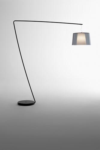 L001T/BA - staande Z-lamp met een smalle en brede kunststof kap