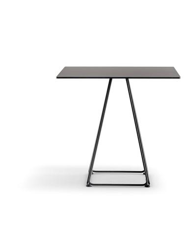Lunar Tafel 5440 - industrieel vormgegeven tafel met dun frame en een stalen blad