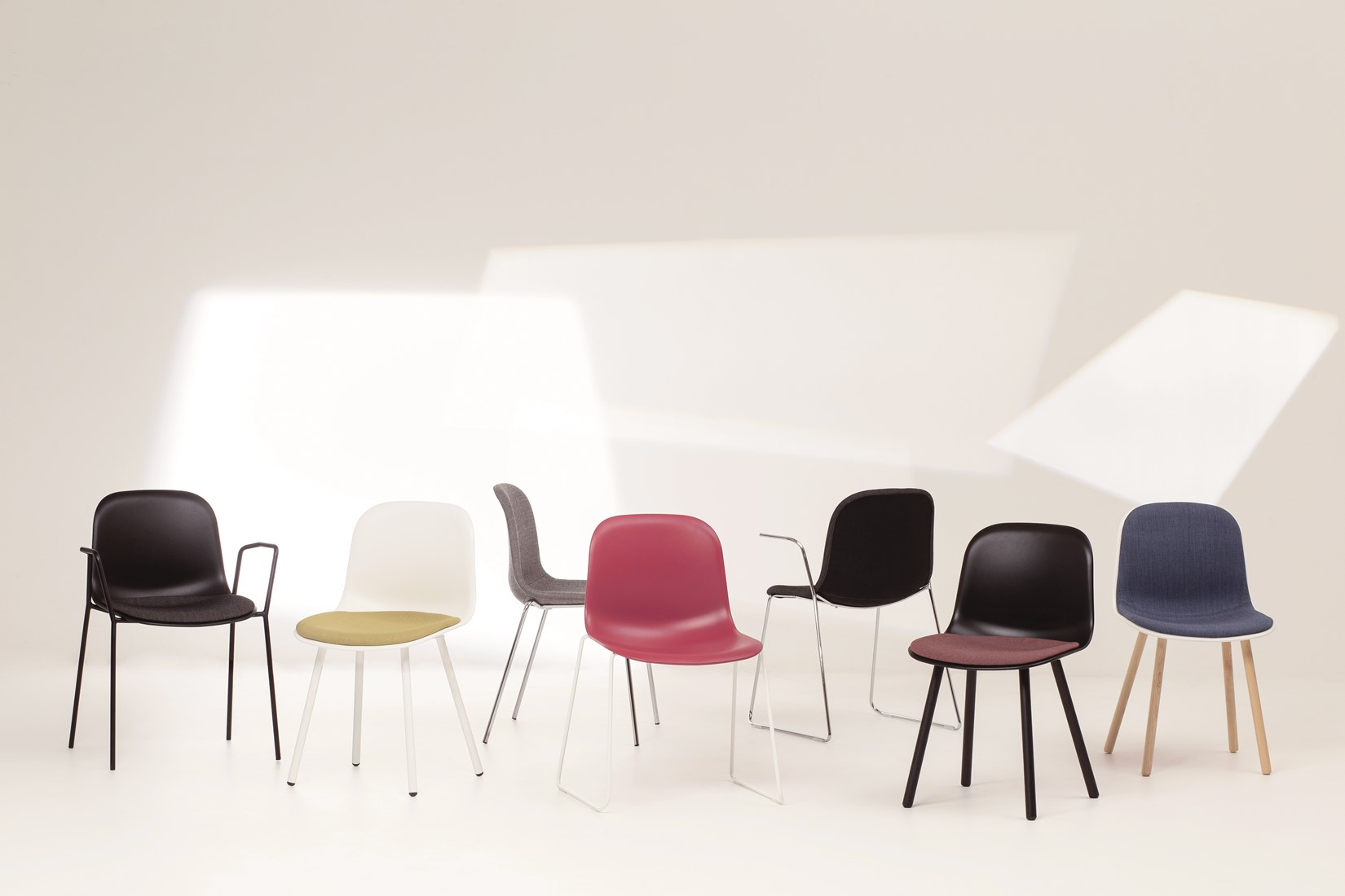 Mani l vriendelijk vormgegeven kunststof stoel frame zwart