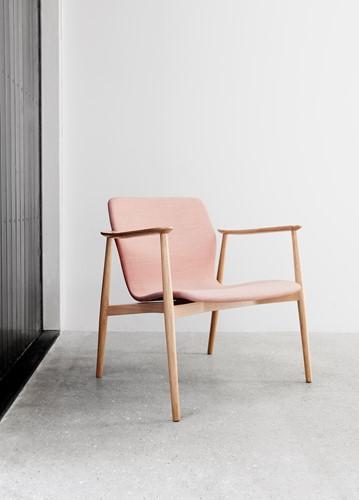 Butterfly MO5369 Lounge Classic - Magnus Olesen loungestoel met armleggers, frame massief hout, zitschaal volledig gestoffeerd-2
