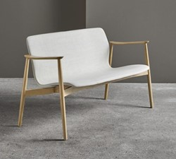 Butterfly MO5381 Lounge BANK Classic - Magnus Olesen loungebank met armleggers, frame massief hout, zitschaal volledig gestoffeerd