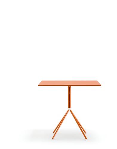 Nolita tafel 5454 - vierpoot tafel voor binnen en buiten gebruik, blad vierkant 70 x 70  oranje