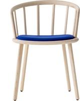 Nym 2836 - houten stoel met armleggers en opdekstoffering. FSC 100% gecertificeerd