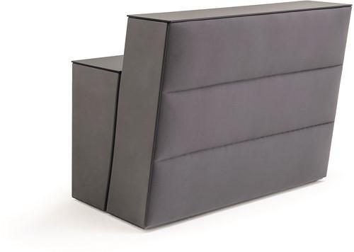 Oblique balie element - gestoffeerde bar met stiknaden en topblad
