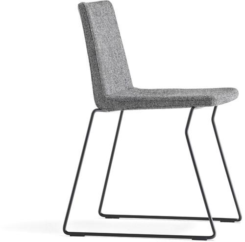 Osaka Metal 5724 - stoel met gestoffeerde zitting en sledeframe. FSC 100% gecertificeerd