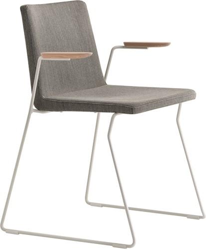 Osaka Metal 5725 - stoel met gestoffeerde zitting, armleggers en sledeframe. FSC 100% gecertificeerd