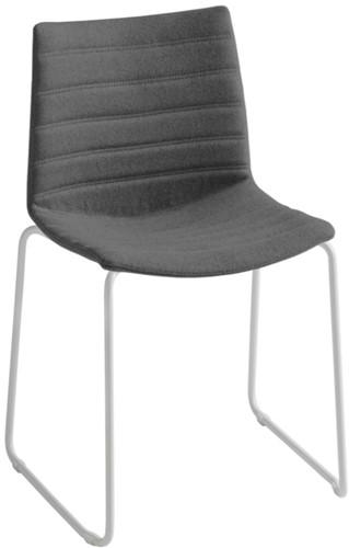Point Slede Full - gestoffeerde stoel met sledeframe - WIT (BI) - Kvadrat - Steelcut 2 - 110